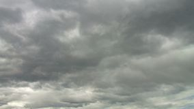 灰色云彩录影在天空蔚蓝的 股票录像