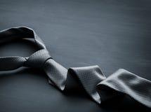 灰色人的领带 库存照片