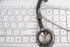 灰色听诊器或医生仪器或者设备为听他 免版税库存照片