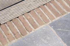 灰色和颜色细节向庭院地板扔石头 免版税库存图片