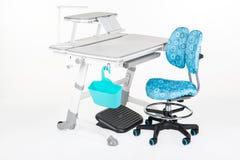 灰色学校书桌和椅子是蓝色的 免版税库存图片