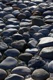 灰色小卵石池石头 免版税库存图片