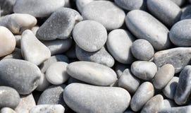 灰色小卵石石头特写镜头  免版税库存图片