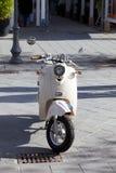 灰色小型摩托车 免版税库存照片