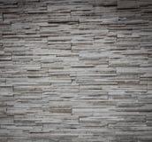 灰色岩石分层堆积纹理的墙壁 免版税库存照片