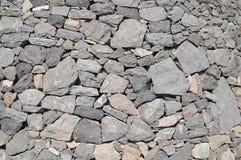 灰色岩石古老墙壁 免版税库存照片