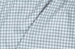 灰色方格的织品桌布 免版税库存图片