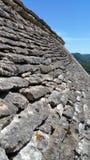 灰色板岩石头屋顶角度图  免版税库存照片