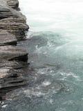 灰色河岩石 免版税库存图片