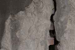 灰色涂了灰泥宽分裂划分的墙壁 概略的纹理 免版税库存图片