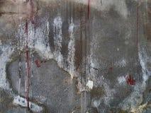 灰色混凝土墙抽象背景纹理有白色褐红的油漆条纹和条纹的  图库摄影