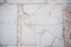 灰色白色混凝土墙背景,老纹理,灰色瓦片裂缝 库存图片