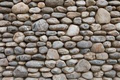灰色石墙在海滩附近的度假旅馆里 免版税库存照片