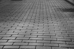 灰色砖石头铺了在历史的正方形的路 免版税库存照片