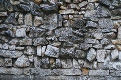 灰色粗砺的花岗岩石墙纹理  免版税库存照片