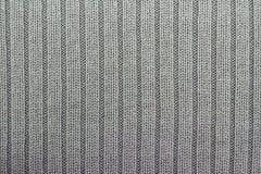 灰色编织的背景垂直的专栏 免版税库存图片