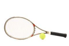 灰色网球拍和黄色球 库存照片