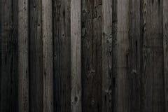 灰色老原木小屋墙壁纹理 木纹理 黑土气议院日志墙壁 水平的用木材建造的背景 免版税库存照片