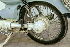 灰色葡萄酒摩托车轮子 库存照片