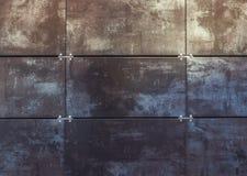 灰色金属的瓦片和黑颜色背景或者纹理 库存图片