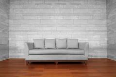 灰色长沙发椅子 免版税库存照片