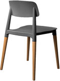 灰色颜色塑料椅子,现代设计师 在白色背景隔绝的木腿的椅子 家具例证内部向量 库存图片