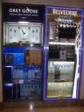灰色鹅和眺望楼酒吧在迪拜机场 免版税库存照片