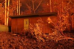 灰隐蔽的村庄由Kilauea点燃了夏威夷的火山爆发 库存图片
