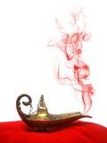 灵魔闪亮指示抽烟 库存图片