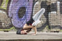 灵活的女孩舞蹈Hip Hop 免版税图库摄影