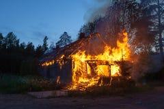 灼烧木在房子里 免版税库存照片