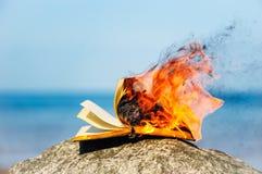 灼烧的书 库存图片