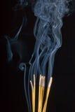 灼烧的仪式香火 库存照片