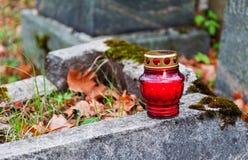 灼烧的公墓蜡烛 图库摄影