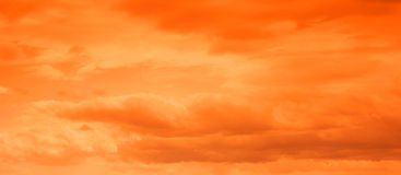 灼烧的印象深刻的天空 免版税库存照片