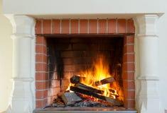 灼烧的壁炉 免版税库存图片