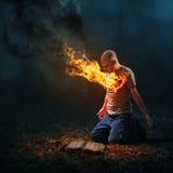 灼烧的心脏和圣经 免版税库存照片