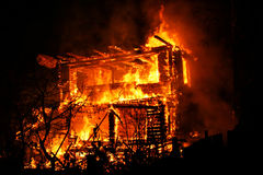 灼烧的房子 库存图片
