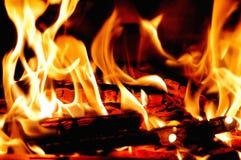 灼烧的木头 图库摄影