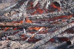灼烧的木头 库存照片