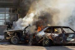 灼烧的汽车 免版税库存照片