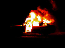 灼烧的汽车 图库摄影