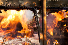 灼烧的火木头 免版税库存照片