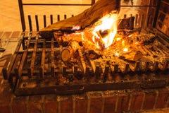 灼烧的火特写镜头在壁炉的 免版税库存照片