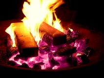 灼烧的炭烬 库存照片