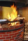 灼烧的烤箱木头 免版税库存图片