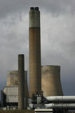 灼烧的煤炭发电厂 库存图片