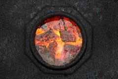 灼烧的煤炭孔 库存照片