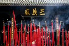 灼烧的瓷香火四川寺庙 免版税图库摄影