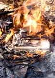 灼烧的纸张 图库摄影